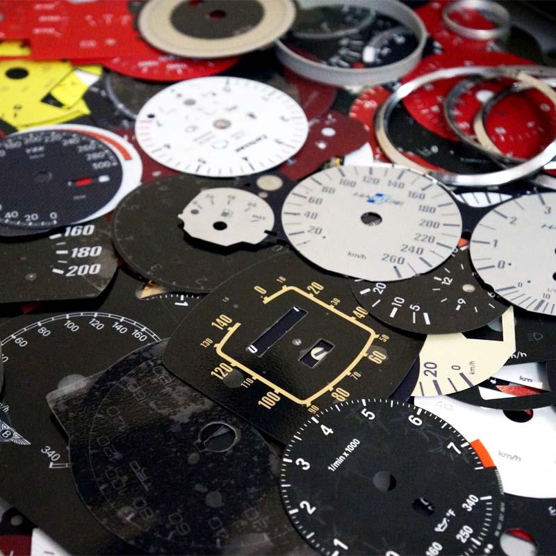 -разработка дизайна шкал  - изготовление штучных и серийных шкал приборов по ТЗ заказчика.